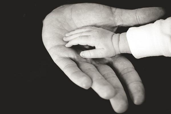 新生儿买什么保险好 意外险优先布局