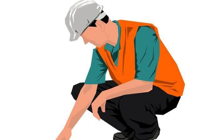 1吨废纸砸中员工 海外务工人员更需保险保障