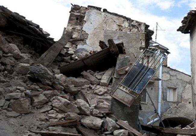 公寓墙皮砸伤3人 人身意外险抵御不测之祸