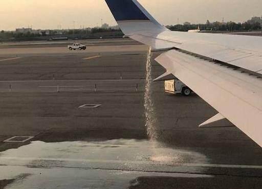 美国一客机起飞前突然漏油 航意险护航飞行安全